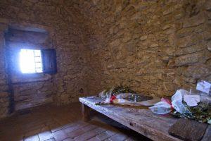 il Pozzetto Rocca di San Leo su sperone calcareo Valmarecchia Montefeltro Cagliostro