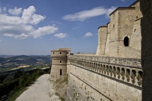 Rocca di San Leo su sperone calcareo Valmarecchia Montefeltro Cagliostro