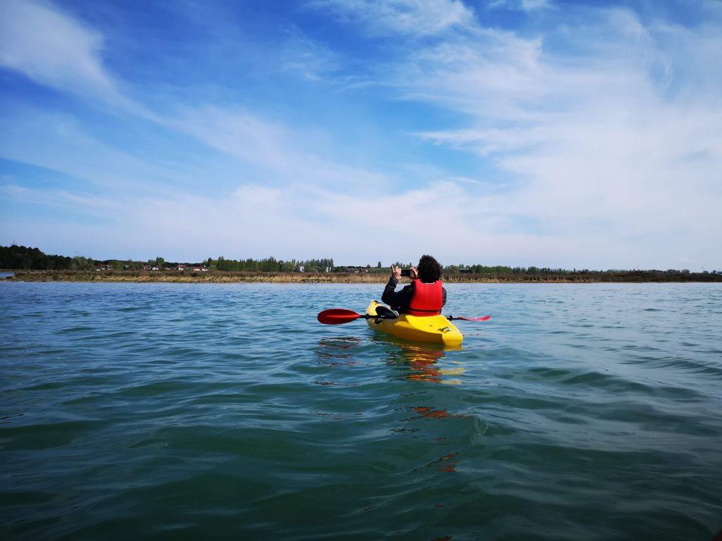 In canoa all'isola degli Spinaroni